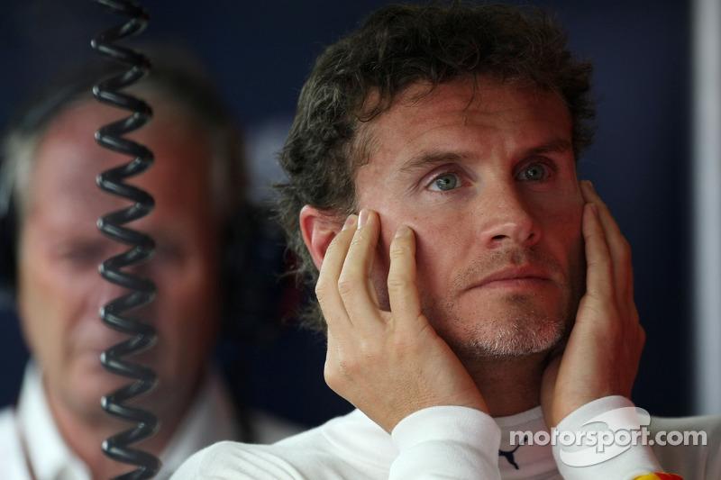 Еще не успевший окончательно поседеть Дэвид Култхард не задавал никому вопрос «Впервые на Формуле 1?», а выступал в тогда еще далекой от побед Red Bull Racing
