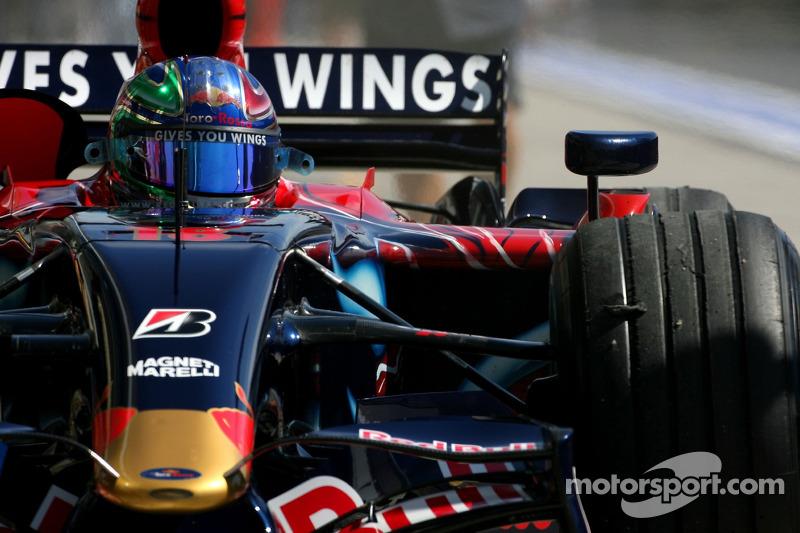 Вітантоніо Ліуцці, Scuderia Toro Rosso, STR02