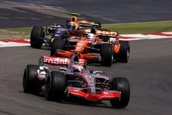 Fernando Alonso, McLaren Mercedes, Markus Winkelhock, Spyker F1 Team