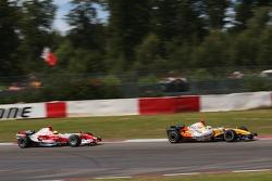 Giancarlo Fisichella, Renault F1 Team and Ralf Schumacher, Toyota Racing