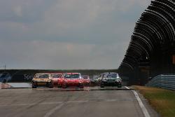 Start: Matt Kenseth, Jeff Gordon and Denny Hamlin battle for the lead