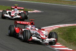 Takuma Sato, Super Aguri F1, SA07; Anthony Davidson, Super Aguri F1 Team, SA07