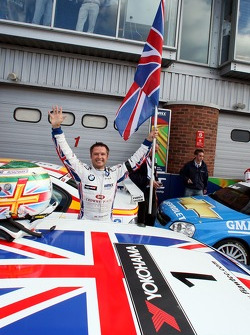 Podium, Andy Priaulx, BMW Team UK, BMW 320si WTCC