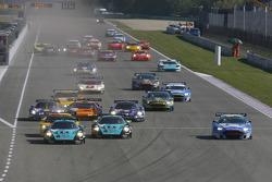 Start: #1 Vitaphone Racing Team Maserati MC 12: Michael Bartels, Thomas Biagi takes the lead