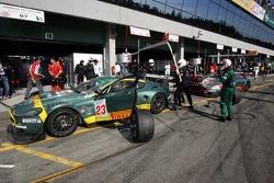 Pitstop for #23 Aston Martin Racing BMS Aston Martin DB9: Fabio Babini, Jamie Davies