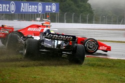 Авария: Александр Вурц, Williams F1 Team, Фелипе Масса, Scuderia Ferrari