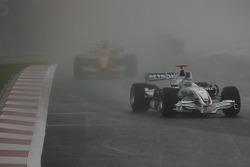Nick Heidfeld, BMW Sauber F1 Team, F1.07 leads Sakon Yamamoto, Spyker F1 Team, F8-VII