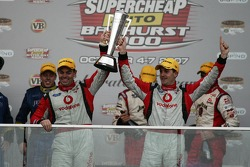 Podium: Craig Lowndes, Jamie Whincup take out the Bathurst 1000 (TeamVodafone Ford Falcons BF)