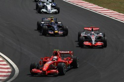 Кімі Райкконен (Ferrari), Фернандо Алонсо (McLaren Mercedes), Марк Веббер (Red Bull Renault) і Нік Хайдфельд (BMW Sauber)