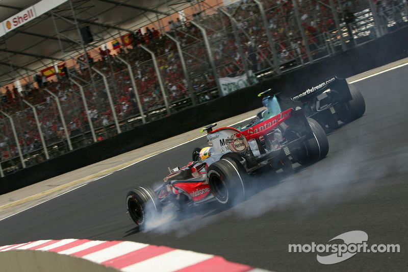 Lewis Hamilton, McLaren Mercedes, MP4-22 locks up a wheel into the first corner