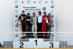 Podium: race winner Philipp Eng, provisional second place Josef Kral, provisional third place Marco Witmann, with Nick Heidfeld, Dr. Mario Theissen and Bruno Fritsche