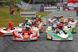 Start: Felipe Massa and Thiago Camilo battle for the lead