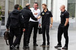 Romain Grosjean, Lotus F1 Team with Eric Boullier, McLaren Racing Director