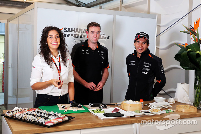 Sergio Perez, Sahara Force India F1, bereitet Sushi zu