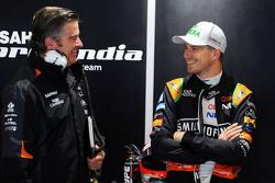 Энди Стивенсон, менеджер команды Sahara Force India F1 и Нико Хюлькенберг, Sahara Force India F1