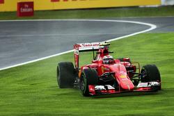 Кими Райкконен, Ferrari SF15-T широко выходит из поворота