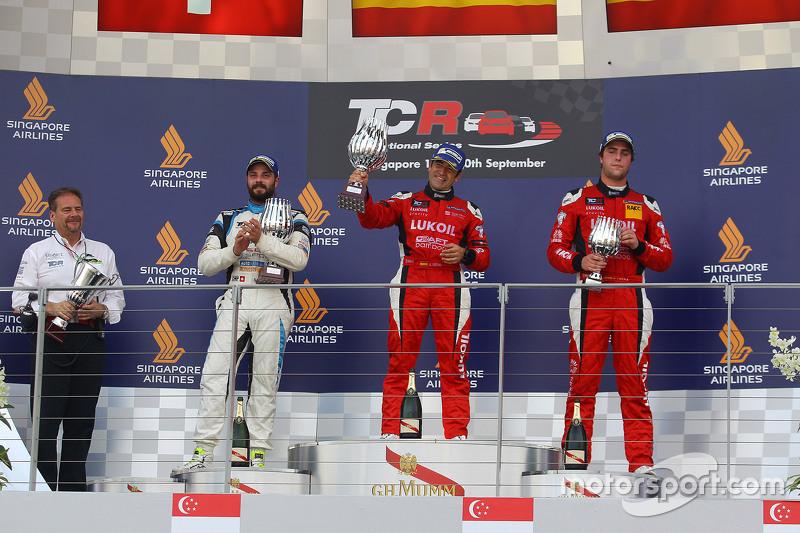 Podium 2. Rennen: 1. Jordi Gene, SEAT Leon, Team Craft-Bamboo LUKOIL; 2. Stefano Comini, SEAT Leon,
