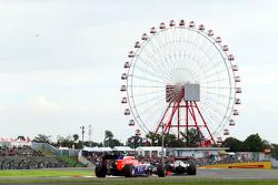 Max Verstappen, Scuderia Toro Rosso STR10 leads Will Stevens, Manor Marussia F1 Team
