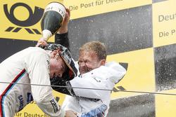 Подиум: победитель гонки Максим Мартен, BMW Team RMG BMW M4 DTM и Стефан Ренхольд, BMW Team RMG