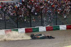 Sergio Perez, Sahara Force India F1 VJM08 runs wide at the start of the race