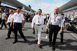 Yasuhisa Arai, Honda Director de Motorsport con Takahiro Hachigo, CEO de Honda y Ron Dennis, preside