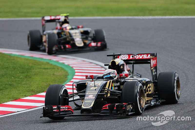 Romain Grosjean, Lotus F1 E23 leads team mate Pastor Maldonado, Lotus F1 E24