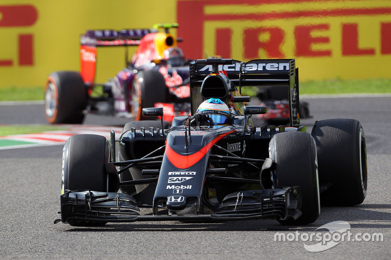 """No Japão, casa da Honda, Alonso foi ainda mais enfático: """"Isso é vergonhoso. É um motor de GP2, um motor de GP2"""", criticou."""