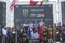 Podio: i vincitori Gautier Paulin, Marvin Musquin, Romain Febvre, Team France