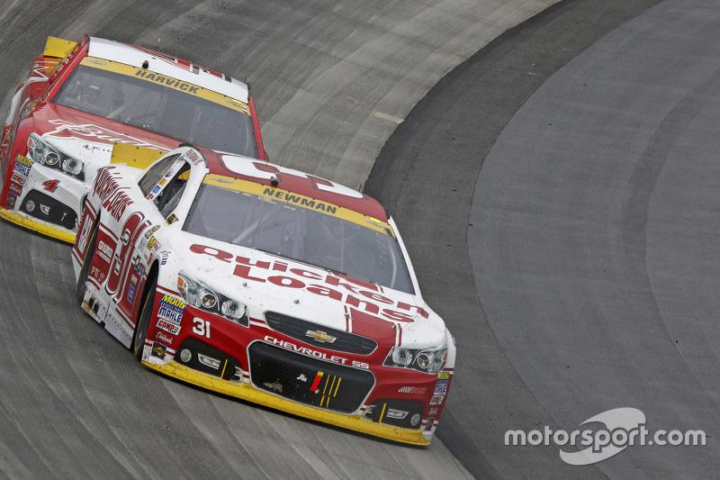 Ryan Newman, Richard Childress Racing Chevrolet and Kevin Harvick, Stewart-Haas Racing Chevrolet