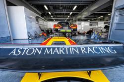 #99 Aston Martin Racing V8 Aston Martin Vantage GTE: Фернандо Реес, Алекс МакДауэлл, Штефан Мюкке