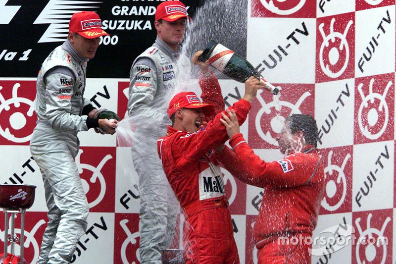 Podio: Ganador de la carrera y Campeon del Mundo del 2000 Michael Schumacher, Ferrari, segundo lugar