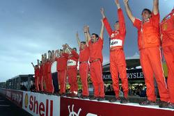Das Ferrari-Team feiert den Titelgewinn 2000