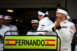 Jenson Button, McLaren celebrates the 250th GP for team mate Fernando Alonso, McLaren