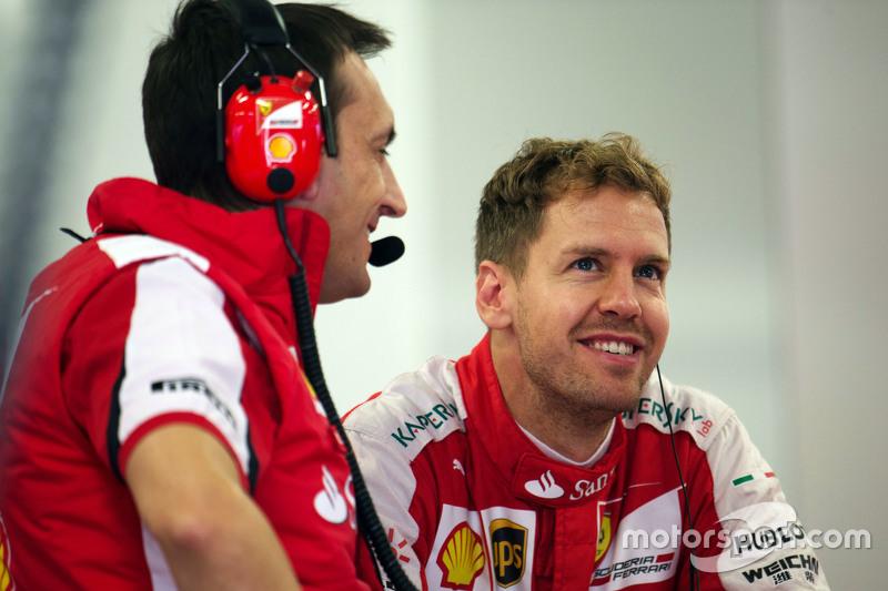 Феттель же находился в 59 баллах позади Льюиса, и с учетом скорости Mercedes мог рассчитывать разве только на второе место по итогам сезона