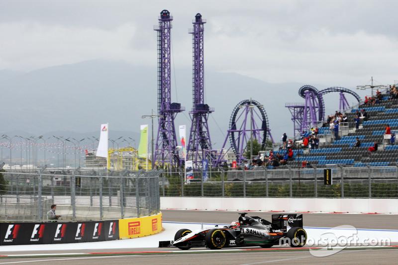 Ее лидером стал Нико Хюлькенберг из Force India, который проехал круг за 1:44.355 – и все же это время оказалось далеким от того темпа, что гонщики покажут днем спустя