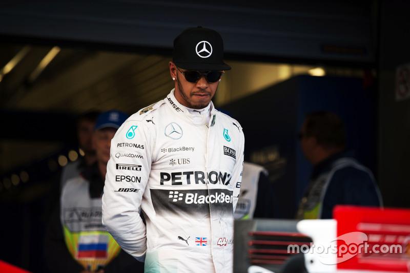 Lewis Hamilton, Mercedes AMG F1 W06 looks at the Ferrari SF15-T of Sebastian Vettel, Ferrari in parc