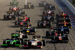 Arthur Pic, Campos Racing leads Richie Stanaway, Status Grand Prix
