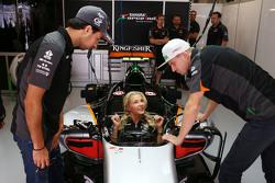 (L to R): Sergio Perez, Sahara Force India F1 with Darya Klishina, Long Jump Athlete and Nico Hulkenberg, Sahara Force India F1