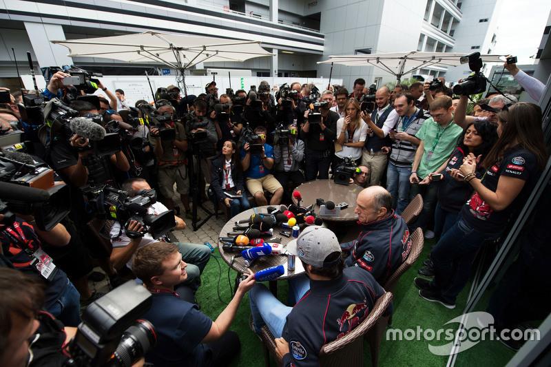 Карлос Сайнс мол., Scuderia Toro Rosso та Франц Тост, Керівник команди Scuderia Toro Rosso з медіа