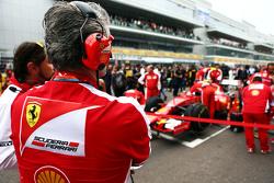 Маурицио Арривабене, руководитель Ferrari Team на стартовой решетке