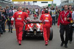 Sebastian Vettel, Ferrari SF15-T, sur la grille