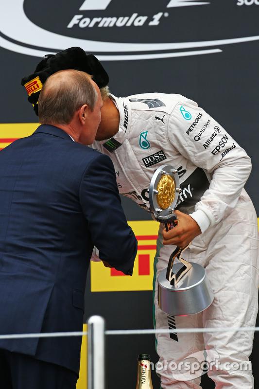 Race winner Lewis Hamilton, Mercedes AMG F1 celebrates on the podium with Vladimir Putin, Russian Fe