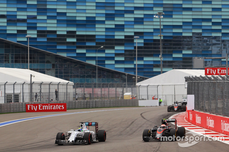 Felipe Massa, Williams FW37 y Jenson Button, McLaren MP4-30