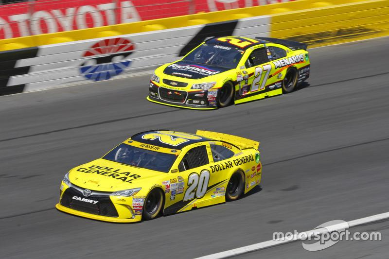 Paul Menard, Richard Childress Racing Chevrolet; Matt Kenseth, Joe Gibbs Racing Toyota