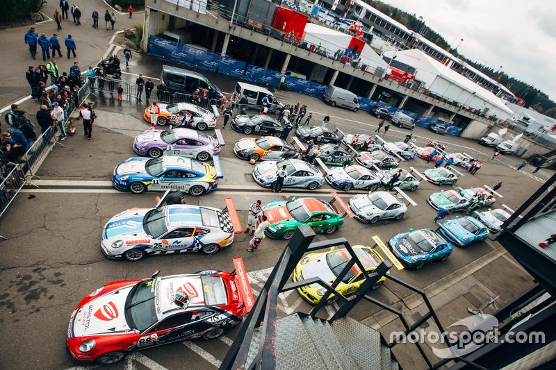 Cars assembled в закритому парку