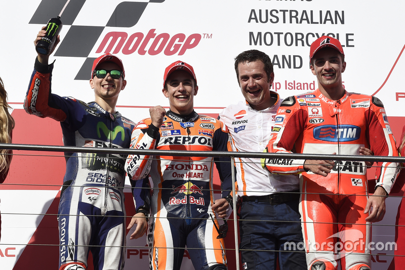 Podium: second place Jorge Lorenzo, Yamaha Factory Racing, race winner Marc Marquez, Repsol Honda Te