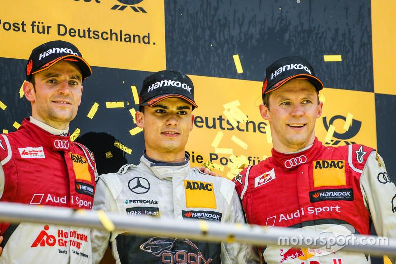 Championship подіум: 2015 champion Паскаль Верляйн, HWA AG Mercedes-AMG C63 DTM, друге місце Джеймі