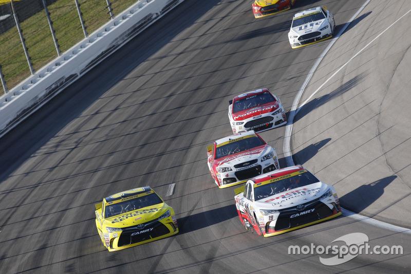 Карл Едвардс, Joe Gibbs Racing Toyota та Метт Кенсет, Joe Gibbs Racing Toyota