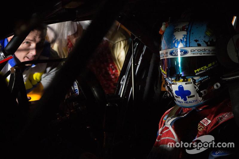 Hinter den Kulissen mit Mark Winterbottom und Chaz Mostert, Prodrive Racing Australia Ford