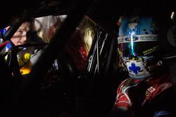 Sahne arkası: Mark Winterbottom ve Chaz Mostert, Prodrive Racing Avustralya Ford